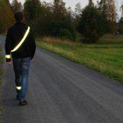 Trygg på vägen med banderoll, arm- och benreflex